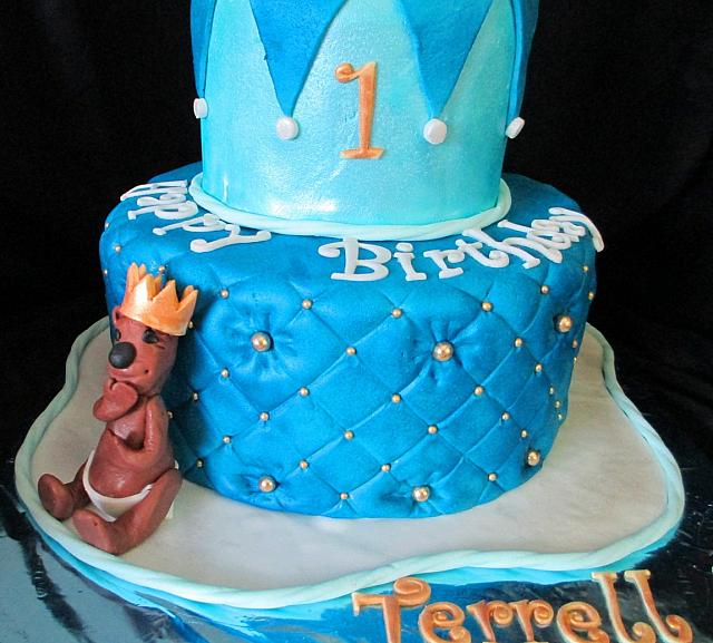 Fondant Cake Ideas For First Birthday : Middle Quilted Fondant Cake Tier Closeup